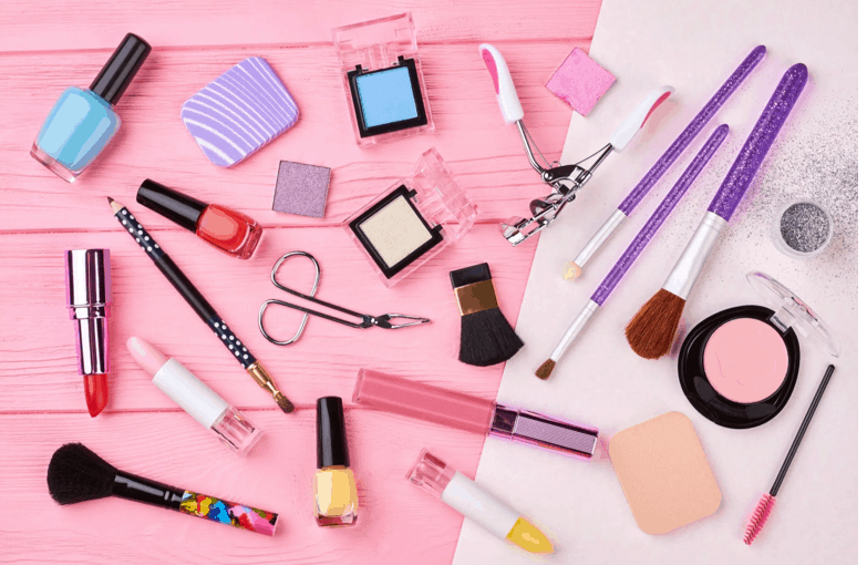 HAVE BEAUTY ITEMS FOR THIS CHRISTMAS