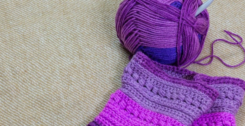 How to knit a hooded scarf with a pocket